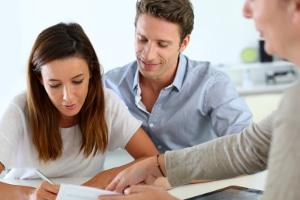 Müssen Sie für die Erstellung von einem Ehevertrag unweigerlich einen Anwalt beauftragen?