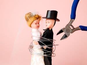 Die Trennung und Scheidung von einem Ausländer ist nach deutschem oder ausländischen Familienrecht möglich., insofern dieses dem deutschen nicht krass widerspricht.